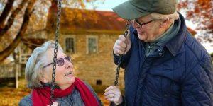 Twee oude gelukkige mensen
